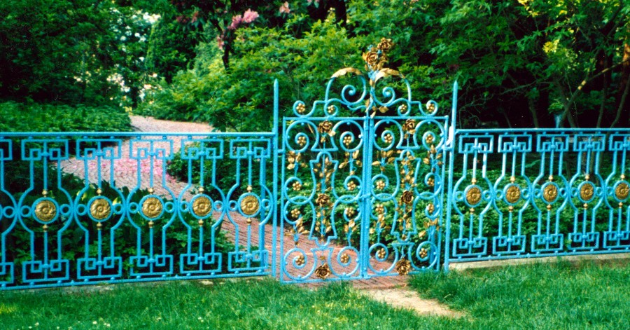 Restoration of Old Westbury Gardens fence